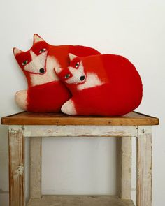 "kathrin großmann hat ein Foto auf Instagram gepostet: ""Today's foxes!  #fox #cushion #pillow #faserverbund #handfelted #madeinstuttgart #textileobject…"" • 322 Fotos und Videos in seinem/ihrem Profil ansehen. Christmas Stockings, Cushions, Holiday Decor, Videos, Instagram, Home Decor, Pictures, Profile, Needlepoint Christmas Stockings"