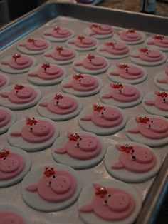 Pig cupcake toppers Cupcake Cookies, Cupcake Toppers, Sugar Cookies, Pig Cakes, Fondant Cakes, Cake Pops, Birthday Cakes, Birthday Ideas, Fondant Animals