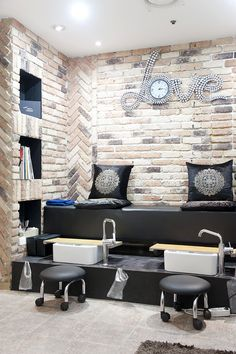Love this pedicure station, throne. The clock is cute too | home nail salon decor ideas | nail technician room ideas