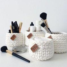 DIY Chunky knit using Clay - Chunky Knit Planter - Lily Ardor - Verlobungs dekorationen Crochet Storage, Crochet Box, Crochet Basket Pattern, Knit Basket, Knit Crochet, Crochet Patterns, Crochet Kits, Knitting Projects, Crochet Projects