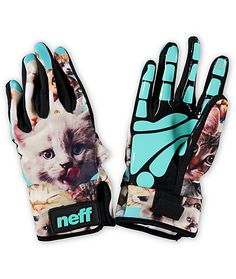 A sublimated kitten graphic adds style to your ride while a silicone Mega Grip palm provides great hold on grabs.