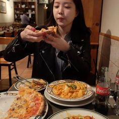 from Apink South Korean Food, Korean Street Food, Airport Fashion Kpop, Kimchi Recipe, Apink Naeun, Korean Dessert, Food Photography Tips, Soul Food, Family Meals