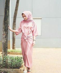 love my new premium kaftan from ❤️❤️ Kaftan Batik, Batik Dress, Batik Fashion, Hijab Fashion, Fashion Outfits, Fashion Styles, Women's Fashion, Dress Brokat, Kebaya Dress