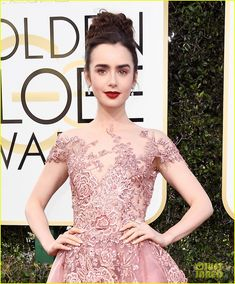 lily collins golden globes 2017 08
