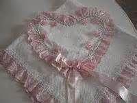 mantas de bebe bordadas - Bing Imagens Diapers, Craft Ideas, Cook, Recipes, Embroidered Baby Blankets