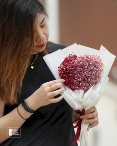 Hand Bouquet, Baby's Breath, Flower Bouquets, Flower Delivery, Online Purchase, Heart Shapes, Breathe, Floral Bouquets, Bouquet Of Flowers