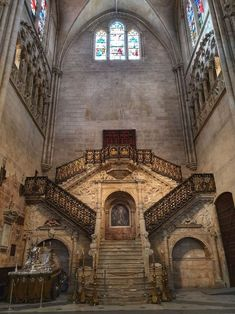 Catedral de Burgos - Guías Turísticos Burgos - Visitas Guiadas Escalier Art, Renaissance Architecture, Baroque, Barcelona Cathedral, Spanish, Landscape, Building, Centenario, Travel