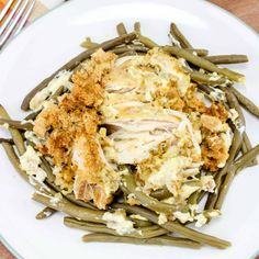 This Crock Pot Chicken and Stuffing Dinner is a whole meal in one. Chicken breasts, cream of chicken soup, sour cream, green beans and stuffing - yum! Slow Cooker Recipes, Crockpot Recipes, Chicken Recipes, Cooking Recipes, Chicken Breast And Cream Of Chicken Soup Recipe, Cashew Chicken, Chicken Meals, Delicious Recipes, Yummy Food