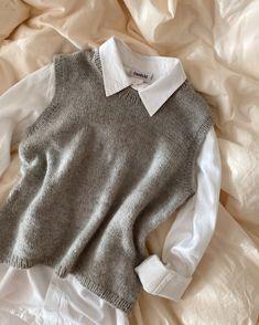 Mål dig selv, inden du går i gang med at strikke, for at vurdere hvilken Knit Vest Pattern, Romper Pattern, Stockholm, Tweed, Raglan Pullover, Knit In The Round, Work Tops, Stockinette, Color Block Sweater