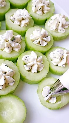 Healthy and delicious appetizers that will be sure to please. Healthy and delicious appetizers that will be sure to please your crowd: Cucumber Bites Appetizers Finger Food Appetizers, Yummy Appetizers, Appetizers For Party, Appetizer Ideas, Cucumber Appetizers, Cheese Appetizers, Thanksgiving Appetizers, Cucumber Recipes, Birthday Appetizers
