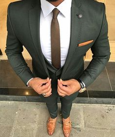 Check out this perfectly tailored custom olive green suit. An amazing combination when paired with brown men's loafers and a white shirt! Have your very own suit custom made from Giorgenti New York! Costume Vert, Mode Costume, Mens Fashion Suits, Mens Suits, Fashion Fashion, Fashion Guide, Fashion Outlet, Fashion Sites, Fashion 2018