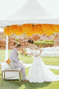 mariage, wedding, decoration orange yellow jaune pompom bride groom mariée