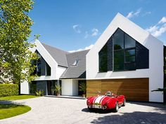 Stuart and Elmarie Ward have created an impressive contemporary family home on a budget thanks to a radical rejig of their dated bungalow Bungalow Exterior, Bungalow Renovation, Modern Farmhouse Exterior, Modern Craftsman, Bungalows, Bungalow Extensions, Modern Bungalow, House Front, Modern House Design