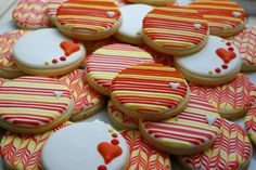 Stripes and Swirls decorated sugar cookies by iBakery Heart Cookies, No Bake Cookies, Sugar Cookies, Valentine Theme, Valentines Day Treats, Cookie Decorating Icing, Cookie Company, Cake Art, Swirls