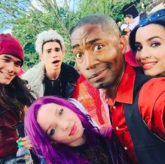 Sofia, Dove, Cameron and Booboo Dove Cameron, Disney Descendants 2, Descendants Cast, Descendants Characters, Disney Channel Stars, Disney Stars, High School Musical, Henry Danger, King Charles Puppy