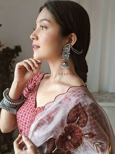 Earrings For Saree, Casual College Outfits, Saree Poses, Fancy Jewellery, Silver Jewellery, Traditional Earrings, Saree Photoshoot, Saree Look, Stylish Girls Photos