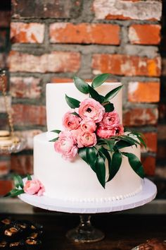 Beautiful wedding cake idea; photo: Jen Rodriguez