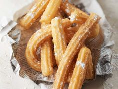 Churros : la meilleure recette – Recettes Discover the Churros recipe: the best recipe on cuisineactuelle. Fun Desserts, Dessert Recipes, Yummy Snacks, Yummy Food, Mexican Soup Recipes, Baking Basics, Western Food, Popular Recipes, Good Food