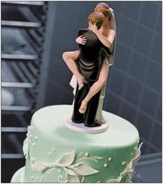 Galería: 21 Muñecos para pasteles de boda hechos para parejas poco comunes