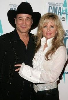 Country music legends vince gill and reba mcentire for Where is clint black and lisa hartman