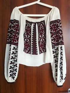 Vintage traditional Romanian blouse (IIE) -- 80 years old, Muscel Area via Costume populare romanesti vechi on FB Folk Costume, Costumes, Embroidered Clothes, Back Home, Diy Clothes, Cross Stitch Patterns, Embroidery, Traditional, Trending Outfits