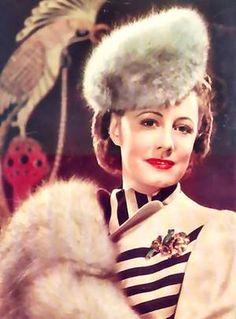 Irene DUNNE est une actrice américaine, née le 20 décembre 1898 à Louisville, Kentucky et morte le 4 septembre 1990 à Los Angeles, Californie.