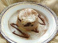 Receita de Pavê de Chocolate - ... 1 lata de leite condensado, A mesma medida (da lata) de leite, 1 lata de creme de leite sem soro, 2 ovos, 1/2 colher (sopa) de maisena, 6 colheres (sopa) de chocolate em pó, 4 colheres (sopa) de açúcar, 1/2 xícara (chá) de licor de cacau, 200g de biscoito champagne, 100g de chocolate meio amargo em tablete