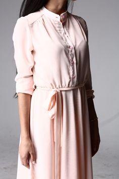 Платье шифоновое с длинным рукавом персиковое от SL.IRA. Купить стильные дизайнерские ПЛАТЬЯ недорого.