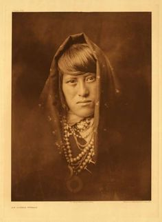 American Indians : Acoma Woman.
