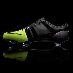 bb37e3b0bcd Nike GS football boot Football Cleats