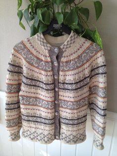 Denne Haukelikofta kjøpte jeg på nettet for 250 kr. Et kupp! Cardigans, Sweaters, Men Sweater, Pullover, Fashion, Moda, Sweater, Fasion