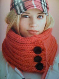 iKnitts: Patrones para Tejer a Dos Agujas   Cuello tejido con botones y bolsillo oculto