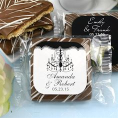 These wedding cookie favors are so elegant