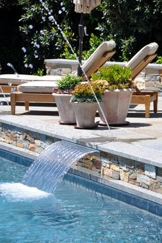 love the fountain into the pool
