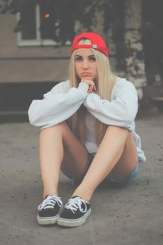 hipster,girl,cute,pretty,blonde,vans,off the wall,shorts,