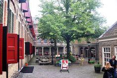 de binnentuin van het voormalige Weeshuis in Gouda. tot 2013 was hier de Bibliotheek maar nu krijgt het een bestemming die past in de ambitie van de stad in het culturele havenkwartier.
