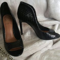 Vince Camuto peep toe pump Sexy peep toe black textured pump. Great condition Vince Camuto Shoes Heels