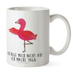 Kunststoff Tasse Flamingo Yoga aus Kunststoff  Weiß - Das Original von Mr. & Mrs. Panda.  Unsere Kunststoff Tasse sind einfach perfekt für Kinder oder für deinen nächsten Ausflug - wir empfehlen die Handwäsche für dieses besondere Produkte. Unsere bruchfesten Tassen haben eine Höhe von 90 mm und eine Breite von 80mm.    Über unser Motiv Flamingo Yoga  Flamingos sind das Sommermaskottchen schlechthin. Wenn wir die pinken Paradiesvögel sehen, denken wir sofort an Sommer, Sonne, Sonnenschein…