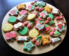 Fruit decorated cookies. Homemade Desserts, Decorated Cookies, Cookie Decorating, Enchanted, Sugar, Fruit, Recipes, Food, Frosted Cookies