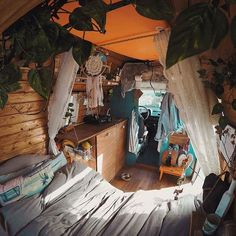 Online Magazine, the Inspiration for vanlifers, nomads and travelers to live the Van Life. Online Magazine, the Inspiration for vanlifers, nomads and travelers to live the Van Life. Bus Life, Camper Life, Rv Campers, T3 Vw, Bus Living, Bus House, Tiny House, Vanz, Van Home