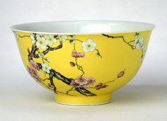 (Qing) Famille Rose. A Famille Rose porcelain Bowl. 黄地珐琅彩梅花纹碗. Qing dynasty, China. The Palace Museum.