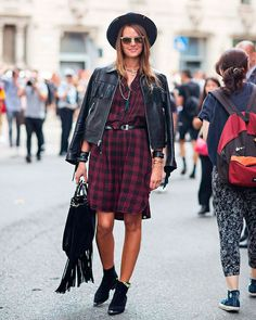Sasha Pivovarova tshirt dress camisa vestido longa branca street style look xadrez chapeu jaqueta courobolsa franja bota