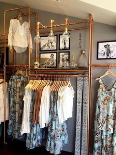 30 awesome small walk-in closet design ideas and inspiration for modern homes claire C. PROJECT CLOTHES organisieren kleiner awesome small walk-in closet design ideas and inspiration for modern homes – claire C. PROJECT CLOTHES - home decorasyon Boutique Interior, Boutique Decor, Walk In Closet Design, Closet Designs, Modern Entryway, Entryway Ideas, Diy Casa, Room Closet, Pipe Closet