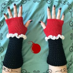 The latest gloves are up! I love love love these Harley Quinn inspired gloves. :-)
