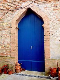 Une porte originale à Rome, Italie.