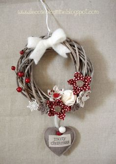 I have some of these wreaths but they are plain. Never thought about spray painting them! Christmas Mood, Noel Christmas, Rustic Christmas, Christmas Ornaments, Christmas Gift Decorations, Christmas Projects, Holiday Crafts, Diy Wreath, Holiday Wreaths