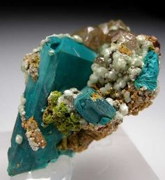 Azurite with Cerussite from Tsumeb, Namibia / Mineral Friends Minerals And Gemstones, Rocks And Minerals, Crystal Magic, Beautiful Rocks, Mineral Stone, Rocks And Gems, Stones And Crystals, Gem Stones, Turquoise