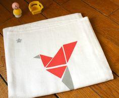 Lange doudou personnalisé, dessin d'un oiseau style origami corail : Puériculture par lunitesieste