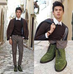 Guidomaggi Shoes the new style by the man in brown & white and green color today