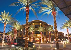 Great restaurants and shopping at Kierland Commons in Scottsdale, AZ